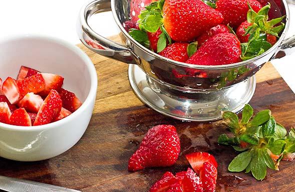 Creamy Strawberry Smoothie ingredients