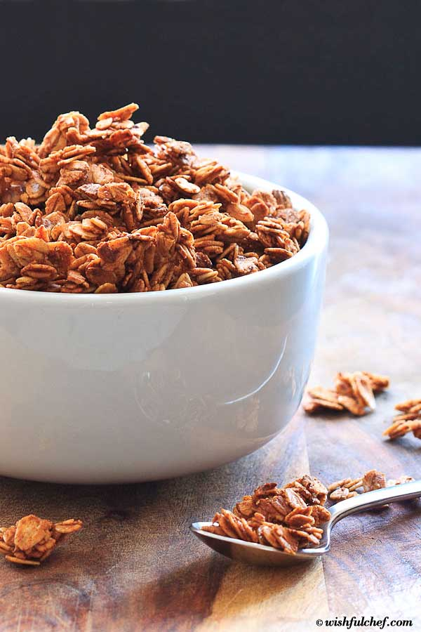 Simple Overnight Pumpkin Pie Spice Granola with Maple Syrup and Coconut Oil